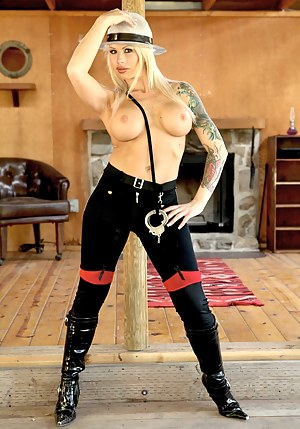 Inked MILF Porn Pictures