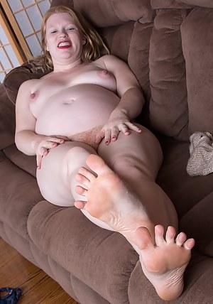 Pregnant MILF Porn Pictures